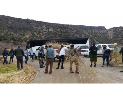 BLM and students removing invasive species from Rio Grande 2017